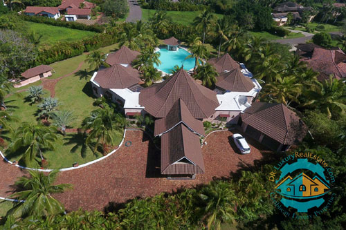 #5  Beautiful villa in select community close to the beach