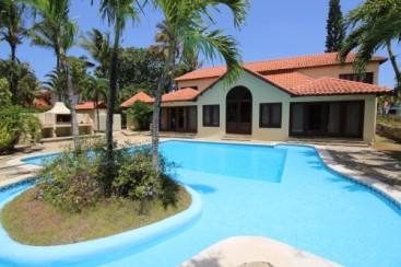 Large villa in very secure beachside community