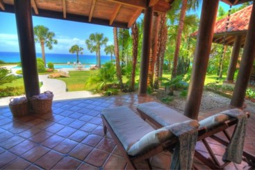 Beachfront Mansion with 5 bedrooms in a perfect location