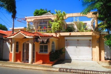 House with 3 Bedrooms and huge workshop in central Sosua