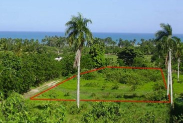 Perfectly shaped lot minutes away from the ocean