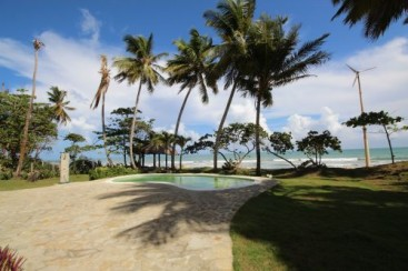 Beautifully designed beachfront villa with spacious accommodation