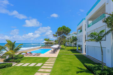 Beautiful modern beachfront condo with 3 bedrooms