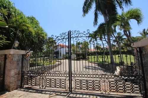 #6 Mansion with 6 Bedrooms and over 11000 sq ft living area Sosua