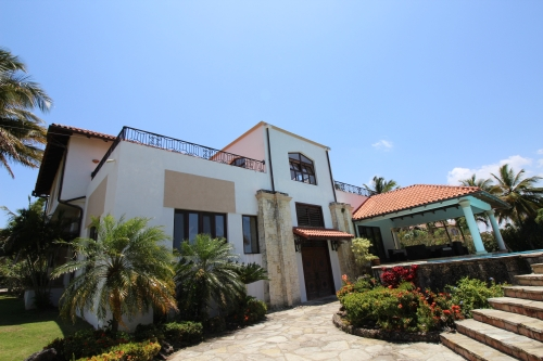 #7 Mansion with 6 Bedrooms and over 11000 sq ft living area Sosua