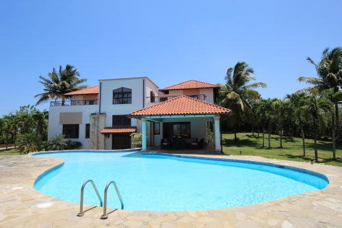 #9 Mansion with 6 Bedrooms and over 11000 sq ft living area Sosua
