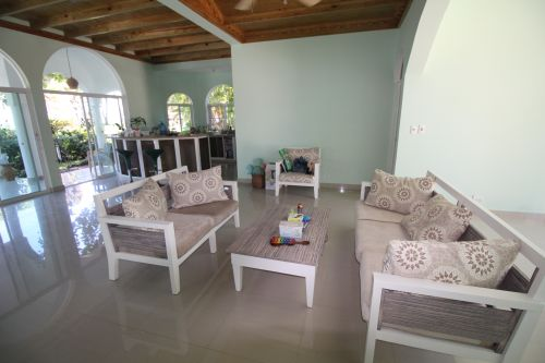 #2 Villa with 2 guest-houses and swimming-pool on a beautiful beach