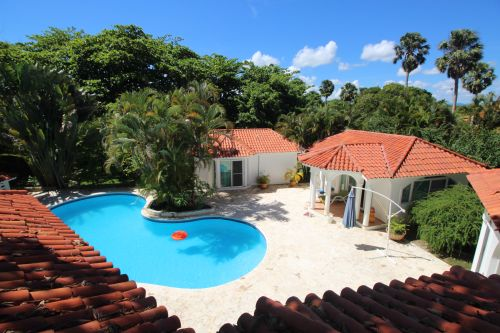 #7 Villa with 2 guest-houses and swimming-pool on a beautiful beach