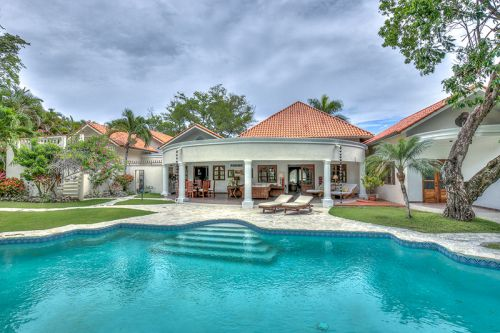 #6 Majestic Villa with Guesthouse and huge Swimming Pool