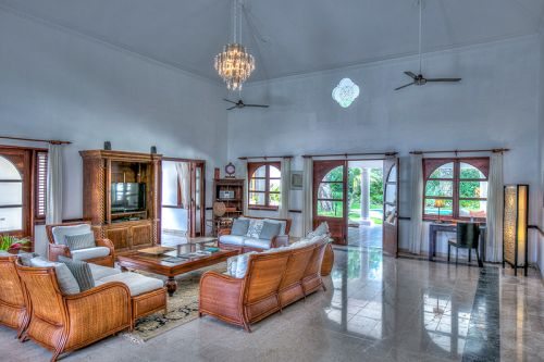 #4 Majestic Villa with Guesthouse and huge Swimming Pool