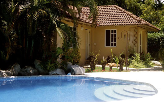 #1 Nice five bedroom villa with guesthouse close to the beach