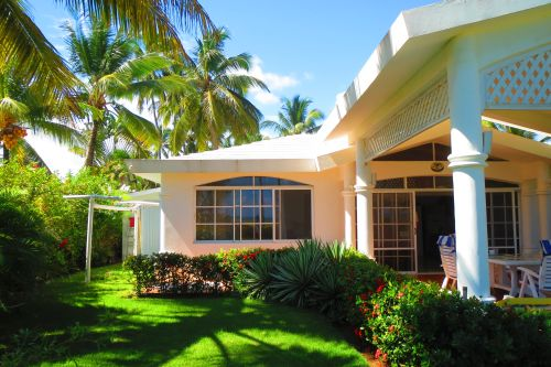 #5 Beachfront villa with separate guesthouse in gated community