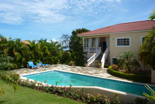 #0 Spacious three bedroom villa with separate apartment in gated community