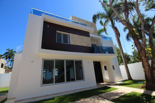 #9 New modern home in popular beachside gated community
