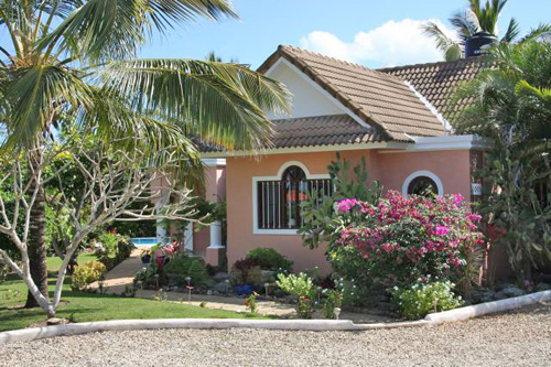 #9 Family Home with 3 Bedrooms and Guesthouse near Cabarete