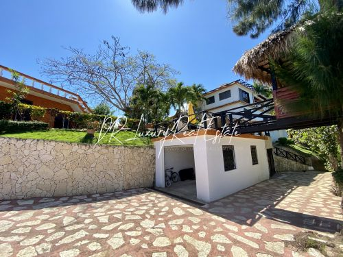 #15 Incredible oceanview villa with guesthouse in idyllic location