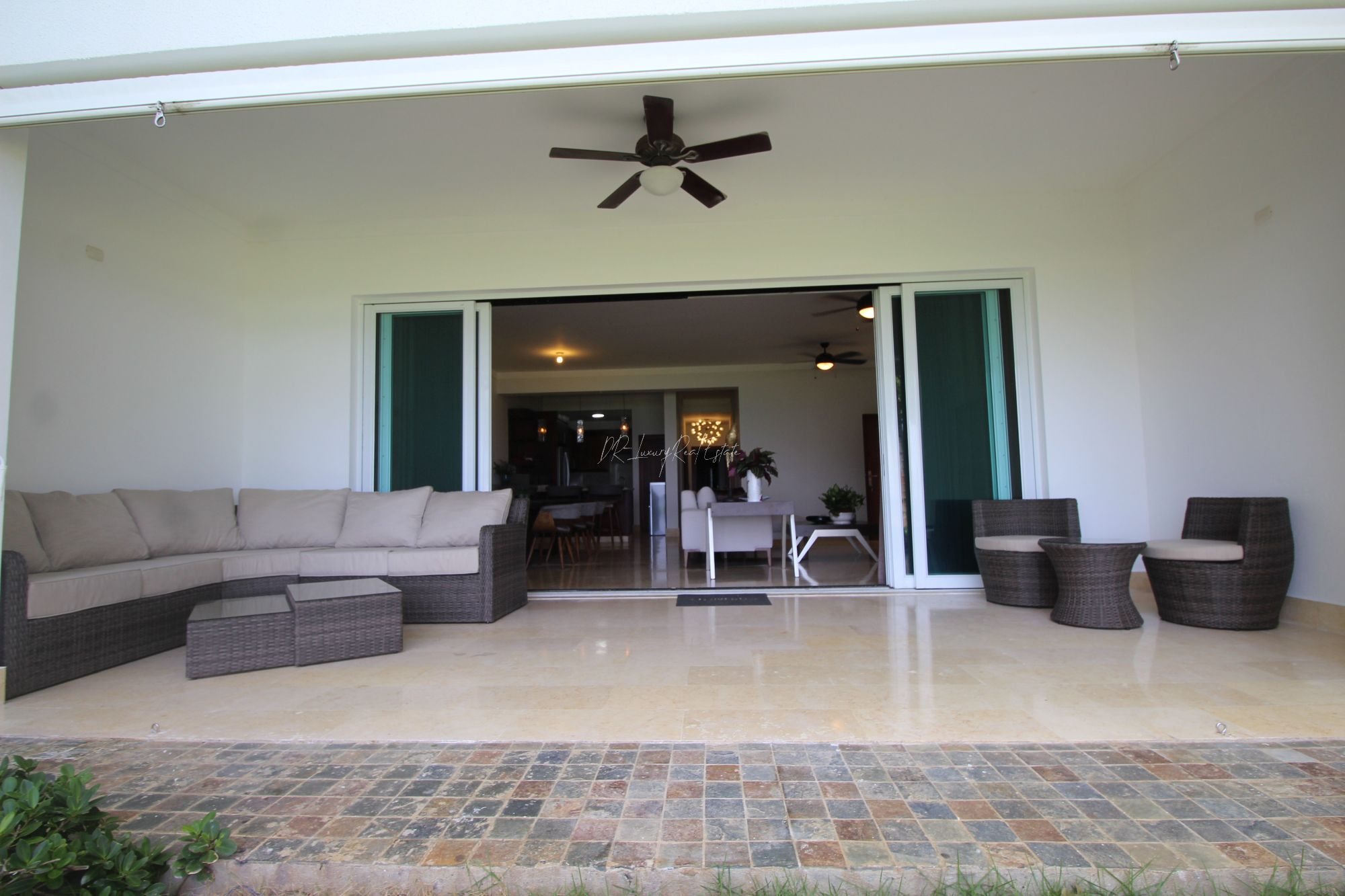 #14 Beautiful modern beachfront condo with 3 bedrooms