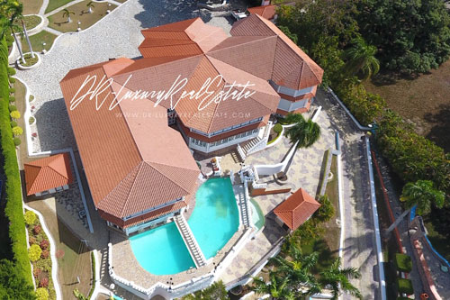 #0 Exclusive mansion with great views in gated community