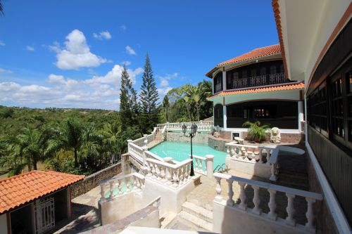 #18 Exclusive mansion with great views in gated community