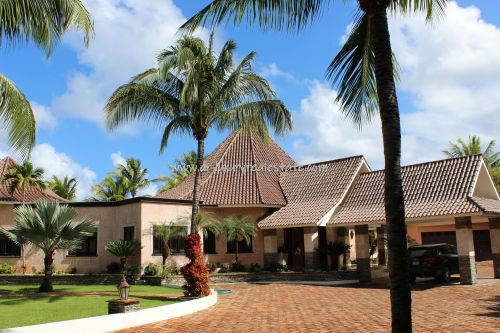 #10  Beautiful villa in select community close to the beach